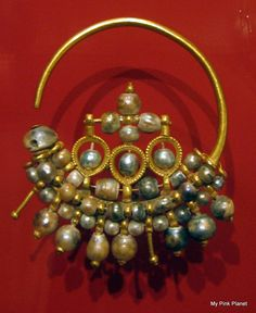 A beautiful example of Byzantine jewellery, gold and pearl earrings.