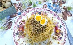 Spaghetti di lenticchie con pesto di aglio orsino, uovo di quaglia al curry e germogli di alfalfa – Nordfoodovestest