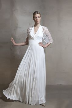 Halterneck pleat ivory gown from Lilli Jahilo Resort 2016