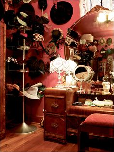 "The dressing room of Dita von Teese . Look at all those hats ! Dita wearing something ""more comfortable"" . Vintage Vanity, Retro Vintage, Vintage Hats, Antique Vanity, Vintage Glamour, Vintage Bohemian, Vintage Beauty, Vintage Style, Vintage Dressing Rooms"