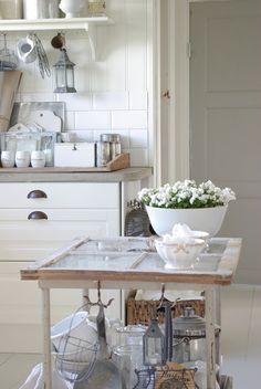 Window table ~ Lovely kitchen