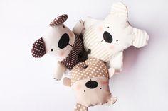 Hajánek - šitá hračka | Korálky.stoklasa.cz Sewing Projects, Projects To Try, Fabric Toys, Couture, Plushies, Baby Toys, Simple Designs, Textiles, Dolls