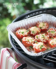 Prepare Cheese-Topped Grilled Tomatoes from My Food and Family as a scrumptious smart side dish. Cheese-topped grilled tomatoes are a Healthy Living recipe. Grilled Tomatoes, Grilled Vegetables, Stuffed Tomatoes, Kraft Recipes, Kraft Foods, Vegetable Sides, Vegetable Recipes, Grilling Recipes, Cooking Recipes