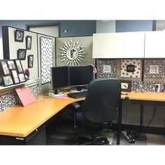 I HAD to decorated my cubical. I couldnt handle the taupey greyish walls anymore. Office Cubical Decor, Work Cubicle Decor, Cubical Ideas, Work Desk Decor, Cubicle Design, Business Office Decor, Chic Office Decor, Cubicle Walls, Cubicle Organization