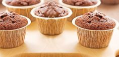 This quick cupcake recipe mixes everything together in one bowl. With a hint of cocoa and caramel fl. Quick Cupcake Recipe, Cupcake Recipes, Cupcake Cakes, Pate A Muffins, Bonbon Caramel, Gluten Free Chocolate Cupcakes, Glaze For Cake, Sorghum Flour, Butter Cupcakes