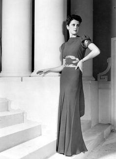 Long lined, understatedly beautiful elegance served up 1930s style. #vintagefashion #30sdress #1930sfashion