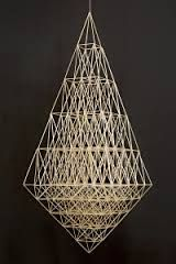 Himmeli, old Finnish Christmas decoration made of straws Decorating Your Home, Interior Decorating, Geometry Triangles, Straw Art, Diy Hanging, Paper Clay, Scandinavian Christmas, Industrial Chic, Basket Weaving