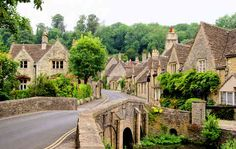 a walking tour in the Cotswolds