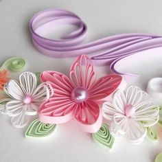 Pink flower 3 mm, leaves 2 mm, white flowers 1 mm What is your favourite width of paper strips? #quilling #quilled #paperflowers