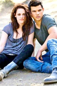 Kristen Stewart and Taylor Lautner in Entertainment Weekly, 2009
