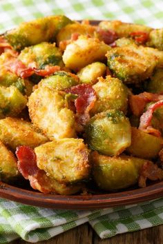 Rosenkohl mit Semmelbröseln und Speck Brussels sprouts with breadcrumbs: simple recipe with bacon – diet recipes – bildderfrau.de Related posts: Breaded maple glazed roasted brussels sprouts Bacon bread from the pot Loaded Bacon Cheddar Bread Easy Bacon Recipes, Beef Recipes, Chicken Recipes, Cooking For Beginners, Cooking Tips, Healthy Diet Tips, Healthy Recipes, Lard, Ground Beef
