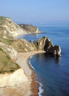 Durdle Door in Dorset. I've been here. ^^ You would never imagine the existence of such a beautiful place in England. You don't always have to go abroad. <3