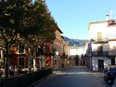 Romantik in den Bergen von Mallorca Bunyola liegt etwa 15 Kilometer von Palma entfernt. Das Dorf befindet sich auf dem Weg nach Soller kurz vor dem Tunnel. Hier präsentieren wir einige Fotos von Bu… Bergen, Places Ive Been, Street View, Pictures, Majorca, Mountains