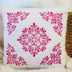New pillow pairs are twice as nice! Frame the central feature with four repeats of the corner to create a big, bold design. Cushion Embroidery, Hand Work Embroidery, Hand Embroidery Patterns, Machine Embroidery, Embroidery Stitches, Machine Quilting Patterns, Quilting Designs, Quilt Patterns, Stencil