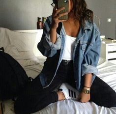 How to wear a denim jacket in spring outfits you can copy - Jeansjacke Outfit Look Fashion, 90s Fashion, Autumn Fashion, Fashion Outfits, Denim Fashion, Feminine Fashion, Hipster Fashion, Celebrities Fashion, Cheap Fashion