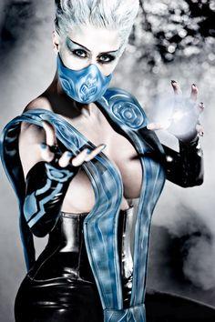 Mortal Kombat – Deadly Alliance Cosplay: Frost (Marie-Claude Bourbonnais)…