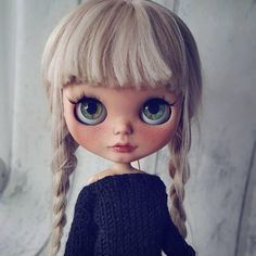 Commission for custom Blythe dolls. Price is Incl. Base