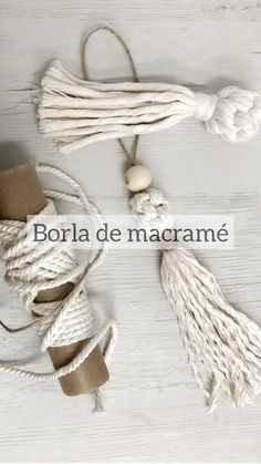 Diy Crafts For Home Decor, Diy Crafts For Adults, Diy Crafts To Sell, Diy Laine, Macrame Wall Hanging Diy, Macrame Design, Macrame Projects, Macrame Tutorial, Macrame Patterns
