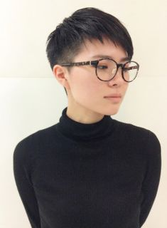 Short Curly Haircuts, Curly Hair Cuts, Short Hair Cuts, Shaved Side Hairstyles Men, Boy Hairstyles, Pixie Cut Styles, Short Hair Styles, Hair Salon Names, Types Of Hair Color