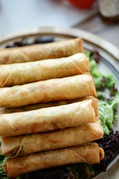 Spring roll with minced meat Cooking hats - Recipes - Tapas, Confort Food, Good Food, Yummy Food, Indonesian Food, High Tea, Asian Recipes, Delish, Food Porn