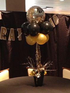Graduation centerpiece. #balloontopiary #balloon decor #blackandgoldparty.