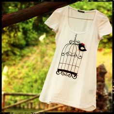 Vola solo chi osa farlo. (Luis Sepùlveda)  #t-shirt #diy #uccello # gabbia #faschion #spilla #moda #voilahandmade #libertà #free