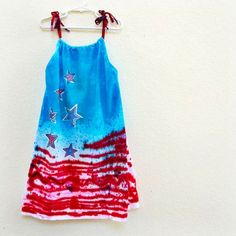 Art they can wear! Make this patriotic sundress from a t-shirt featuring your own art style. Tutorial and Free Printable included.