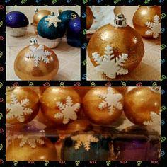 Esferas de chocolate y cupcakes