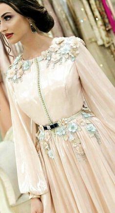 Morrocan Dress, Chica Cool, Arab Fashion, Stylish Dresses For Girls, Caftan Dress, Embroidery Fashion, Pakistani Outfits, African Fashion Dresses, Traditional Dresses
