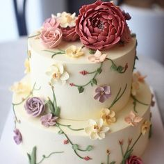 no big flowers on top Buttercream Cake Designs, Buttercream Flower Cake, Cake Icing, Fondant Cakes, Eat Cake, Cupcake Cakes, Beautiful Wedding Cakes, Gorgeous Cakes, Pretty Cakes
