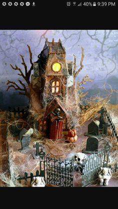 Sizzix Bigz L Die - Village Manor - Tim Holtz Ghost House Retro Halloween, Halloween Town, Halloween Gingerbread House, Halloween Diorama, Halloween Village Display, Casa Halloween, Halloween Arts And Crafts, Halloween Haunted Houses, Halloween Decorations