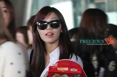 Eunji^^ Airport Fashion, Airport Style, Panda Love, Sunglasses Women, Womens Fashion, Women's Clothes, Woman Fashion, Fashion Women, Women's Fashion