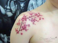 Galhinho de flor de cerejeira da Vanessa,  obrigada querida por confiar!  *Pigmentos e demais materiais Electric Ink.  #sakuratattoo #cherryblossomtattoo #flordecerejeira #taizane #tattoo #electricink #tatuagemfeminina #tatuagemdelicada #flowertattoo