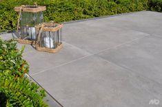 Michel Oprey & Beisterveld Keramische tuintegels / terrastegels Mud, Tile Floor, Home And Garden, Patio, Flooring, Plants, House, Exterior Homes, Porches