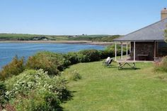 Self Catering. Seaside Towns, Seaside Cottages, Holiday Accommodation, Cottage Homes, Home And Away, Catering, Pembrokeshire Wales, Places To Visit, Holiday Travel