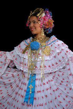 pollera with colorful tembleques