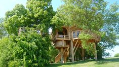 Treehouse With Hot Tub 12 Feet Off the Ground in Montauban, France