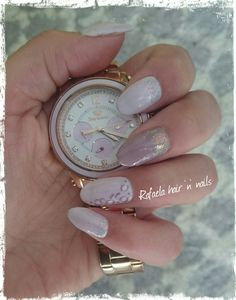 Lilac nails, mermaid effect