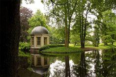 Kasteel De Vanenburg in Putten is een romantische trouwlocatie in een landelijke omgeving waar alles tot in de puntjes is verzorgd.