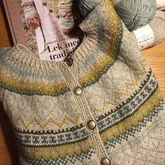 Siste strikkeprosjekt Veldig fornøyd! #røverkofta #wiolakofta #wiola #strikking #kofte