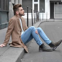 Buenos Días ✌️ Está aproveitando seu Domingo? www.lincooln.com.br #curitiba #cwb #newhaircut #fashionmen #trench #fashion #menshair #ombItrend #menstyle #lookoftheday #fashionblogger #hairman #bloglincooln #balmain #menshair #coat #newhair #modamasculina #camelcoat #ootd #lookdodia #camel #modaparahomens #mensjewelry #chelsea #chelseaboots #boots
