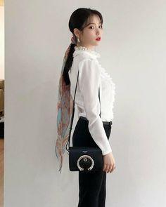 Luna Fashion, Fashion Looks, Korean Celebrities, Korean Actors, Kpop Girl Groups, Kpop Girls, Iu Twitter, Soyeon, Poses