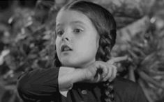 gif love death art funny Black and White suicide Cool creepy vintage horror TV stoner fun lovely dark retro dead mad goth arte gothic the addams family Wednesday Addams wednesday Addams Family kunst lisa loring merlina trenzas The Addams Family, Addams Family Wednesday, Animated Gif, Memes Gifs, Beste Gif, Charles Addams, The Munsters, Vintage Horror, Wednesday Addams