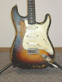 Tips on how to relic/age a road worn strat Fender Stratocaster, Fender Relic, Fender Guitars, Guitar Amp, Cool Guitar, Acoustic Guitar, Fender Vintage, Vintage Guitars, Guitar Inlay