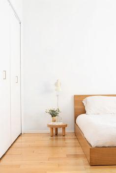 minimal home inspiration style interiordesign Minimal Bedroom, Minimal Home, Minimal Decor, Modern Decor, Home Decoration Brands, Home Decor Items, Home Interior, Interior Design, Natural Interior