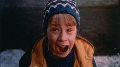 Kevin, também gritamos contigo quando você descobriu estar sozinho em casa. (Reprodução)       O filme Esqueceram de Mim, um clássico da Sessão da Tarde, tornou-se um clássico e ganhou um lugar cativo