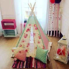 I would love this in my daughter's bedroom. - These Teepee designs and patterns are just beautiful! Such a great gift idea or DIY project! Childrens Room, Childrens Teepee, Sewing Projects For Kids, Projects To Try, Diy Kids Teepee, Kids Tents, Teepee Pattern, Diy For Kids, Crafts For Kids