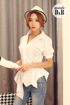 Today's Hot Pick :Puffed Sleeve Origami Blouse http://fashionstylep.com/SFSELFAA0022168/insang1en/out Go for wearable couture by opting for this unusual blouse. This has shawl collar, puffed short-sleeves, front button-down, and an uneven, origami-style hem. Wear this shirt with slick trousers and pointed-toe heels for an office-ready ensemble. - Shawl collar - Front button-down - Puffed short-sleeves - Uneven hem - Regular fit with slight stretch - Available color(s): White