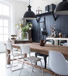Salle à manger décoration bois nature noir, métal blanc style brocante chic