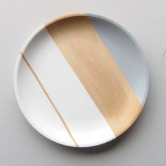 Modern Pastel Hardwood Serving Tray by nicoleporterdesign on Etsy Ceramic Plates, Ceramic Pottery, Ceramic Painting, Ceramic Art, Espace Design, Pottery Painting Designs, Hand Painted Plates, Art Decor, Decoration